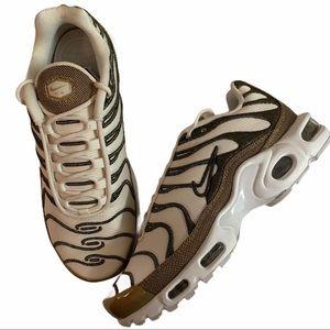 Nike Air Max Plus Premium Sneakers